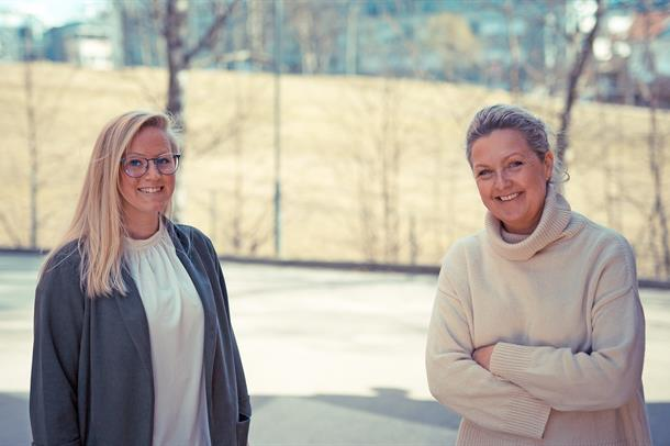 Line Bråthen og Marianne Kringen  ute, ved siden av hverandre